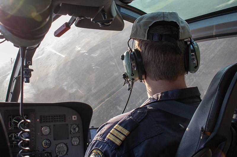 Pilot mit Active Noise Canceling Kopfhörern