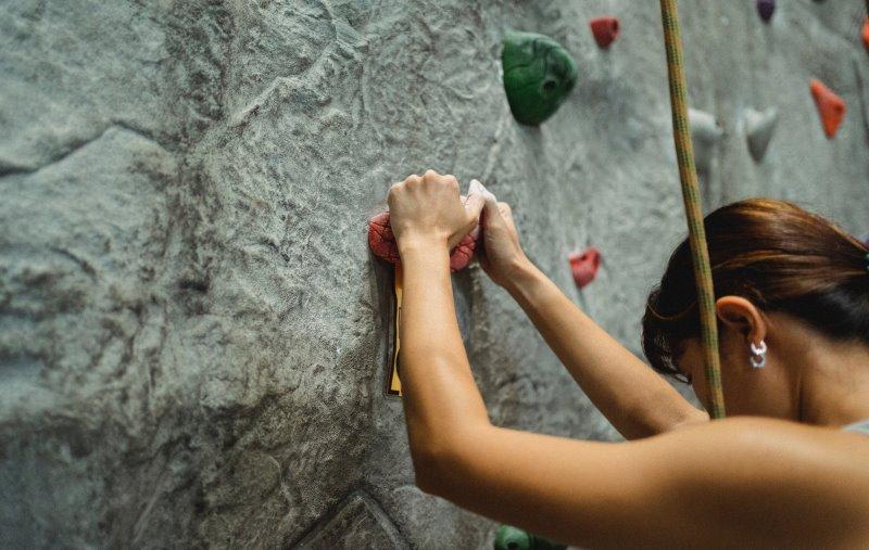 Griffkraft für Kletter an Kletterwand