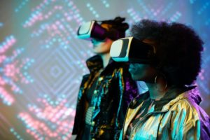 Frauen mit VR Brillen