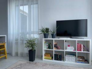 Fernseher auf einem Schrank