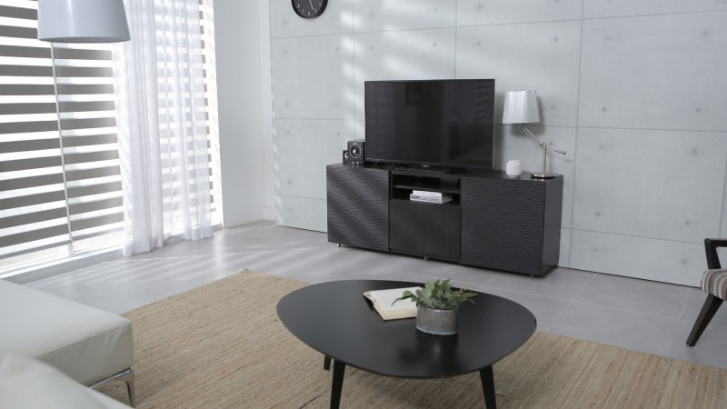 Fernseher auf einem Fernsehtisch