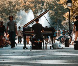 Auf dieser Seite widmen wir uns aktuellen Klavierhocker Tests