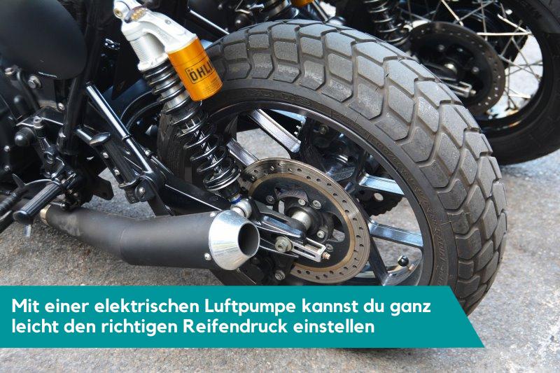Motorrad Reifen Luftdruck kontrollieren mit Luftpumpe