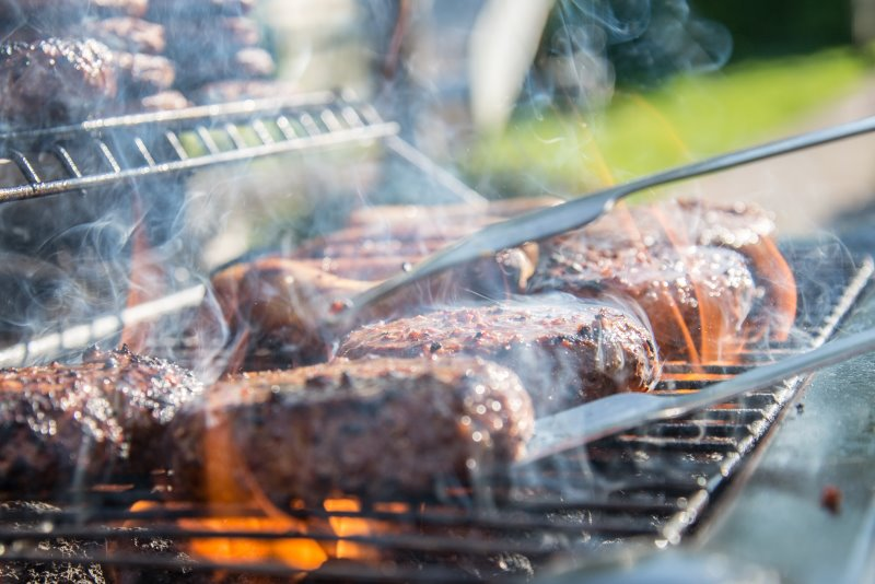 Steak auf einem Holzkohlegrill