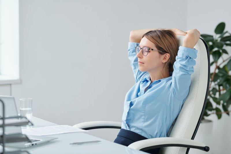 Entspannung auf Sessel mit Massagesitzauflage