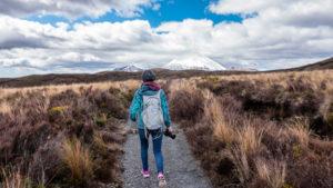Wanderung mit einem leichten faltbaren Rucksack