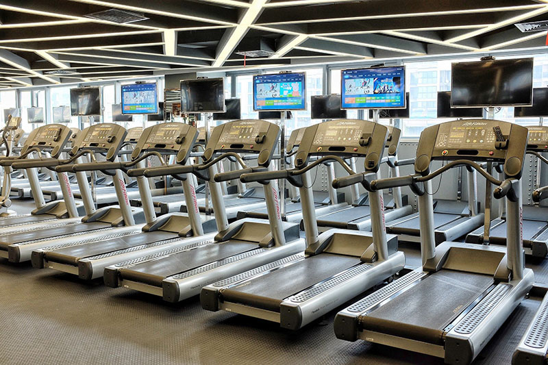 Laufbänder im Fitnessstudio