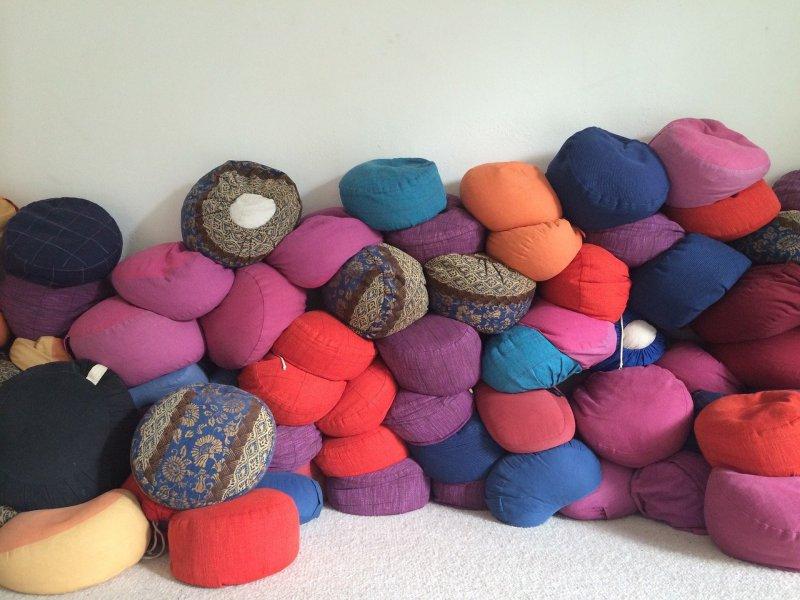 Meditationskissen in verschiedenen Form, Farben und Größen