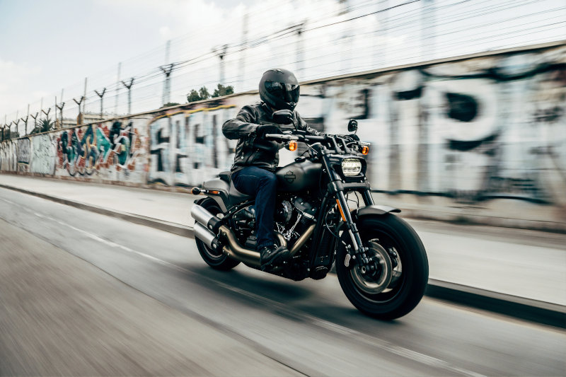 Motorrad Klapphelm in Benutzung