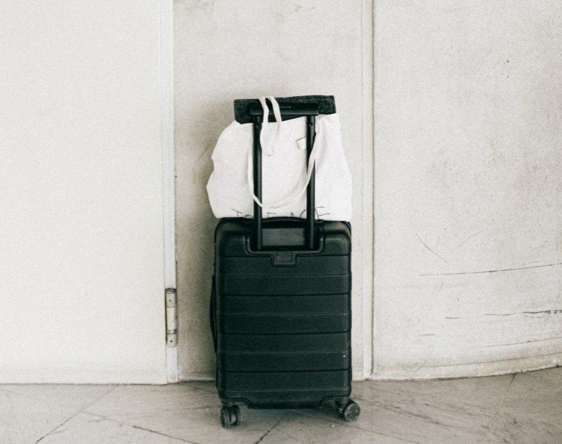 schwarzer Polycarbonat Handgepäck Koffer