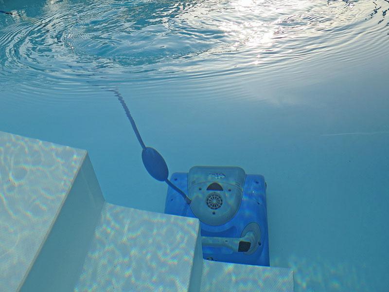 Ein Poolroboter im Einsatz