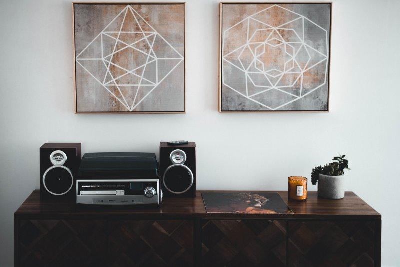 Regallautsprecher mit Stereoanlage