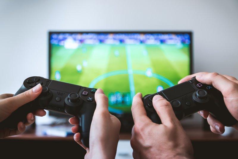 Smart TV auf dem Fifa gespielt wird.