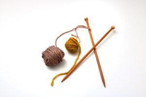 Stricknadel mit Wolle
