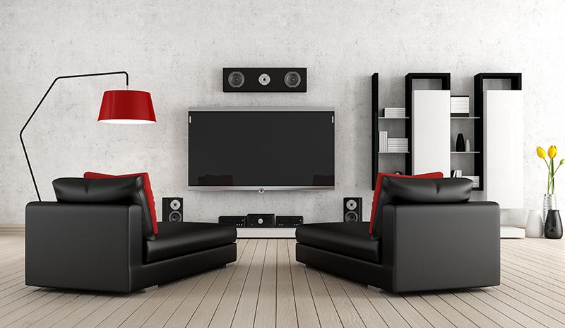 Ein Heimkino ganz nach Deinem Stil, mit roten Kissen, moderner Einrichtung und natürlich Wandlautsprechern.
