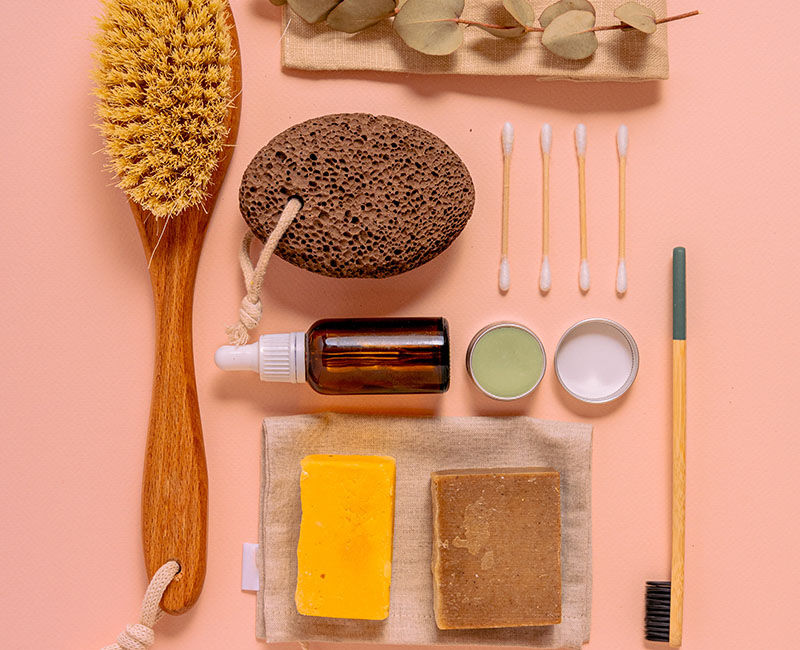 Hygiene- und Pflegeprodukte für einen 2-Wochen-Urlaub