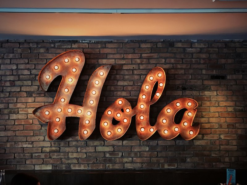 Hola Leuchtschrift