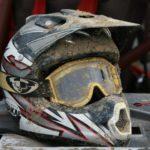 dreckiger Cross Helm