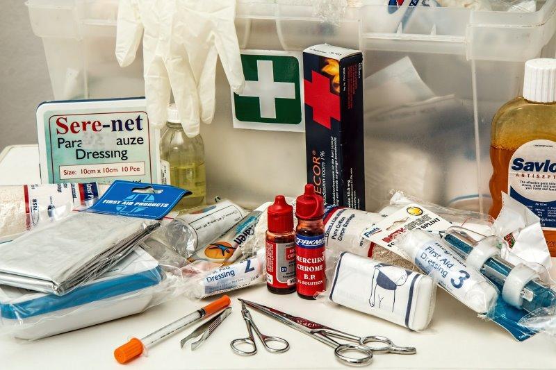 Inhalt einer Erste-Hilfe-Tasche