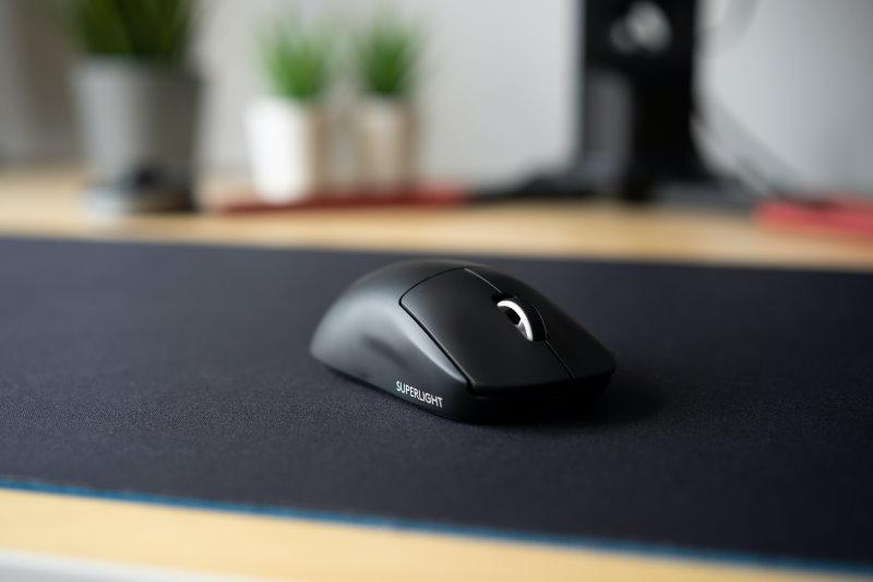 kabellose wireless Maus auf Mousepad