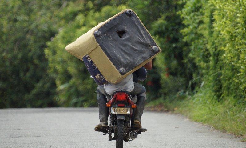 Sessel sollten nicht auf dem Motorrad transportiert werden