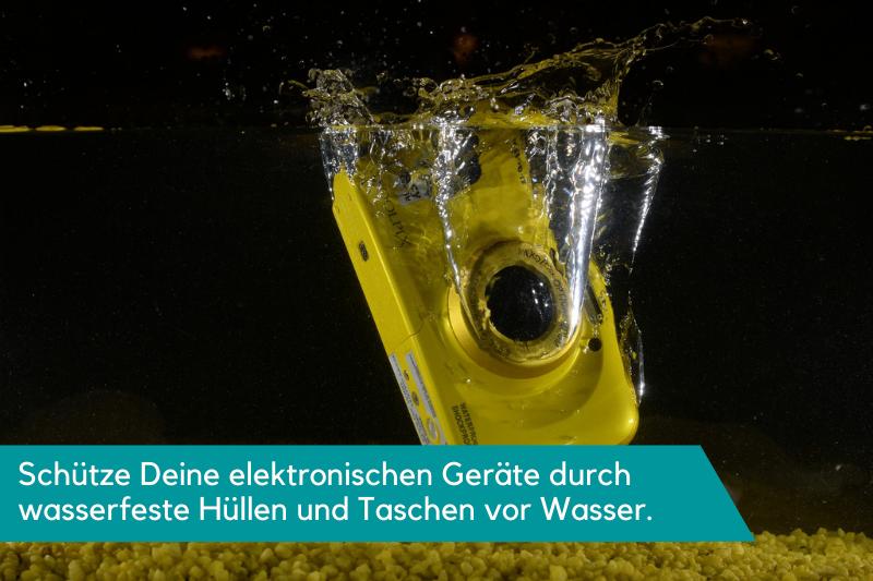 Mit wasserdichten Hüllen und Taschen verhinderst Du, dass Deine technische Ausrüstung kaputt geht.