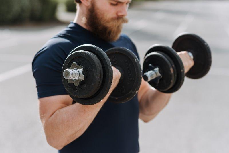 Verschiedene Körpertypen des Mannes beim Muskelaufbau