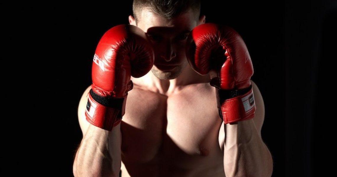Boxer mit Boxhandschuhen