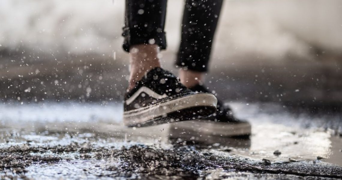 Imprägnierspray für dreckige Schuhe